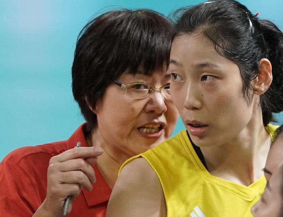 女排最新积分榜:中国女排29分傲视群芳,提前1轮第5次世界杯夺冠