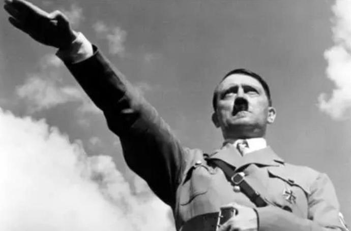 身为德国元首的希特勒,竟只有下士军衔,为何他不用权力提一提
