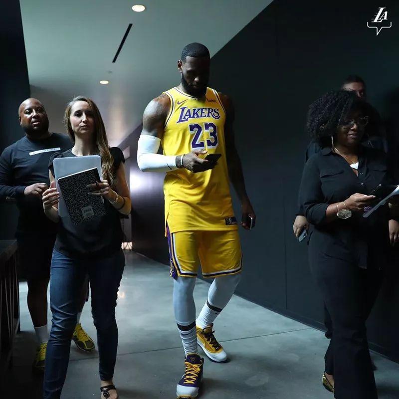 头条   新赛季倒计时!NBA 媒体日上脚精选!