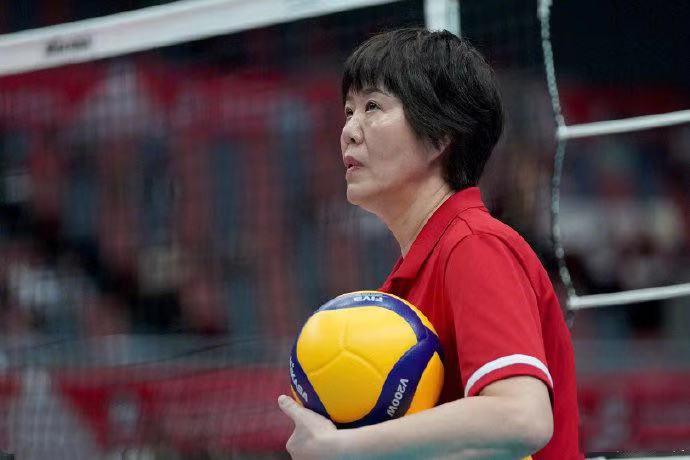 中国女排第十次夺冠,李冰冰、应采儿、陈小春和李现等明星祝贺