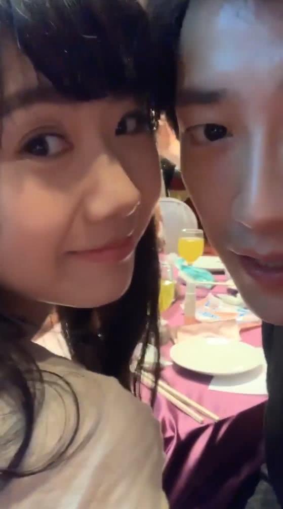 福原爱和江宏杰参加婚礼,众人面前亲吻老公,比热恋中情侣还甜!