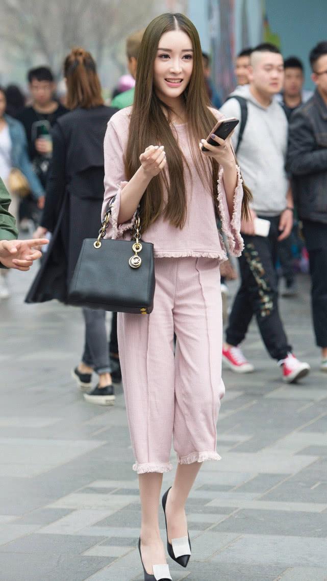 街拍美女:淡粉色民国风套装,甜美优雅,尽显气质女神的温婉端庄插图