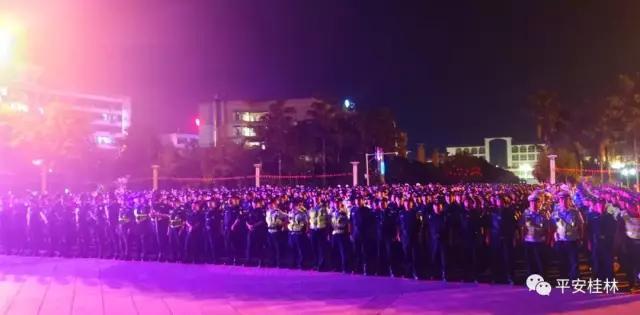 桂林八里街啥情况?千名警察出动,场面堪比电影!