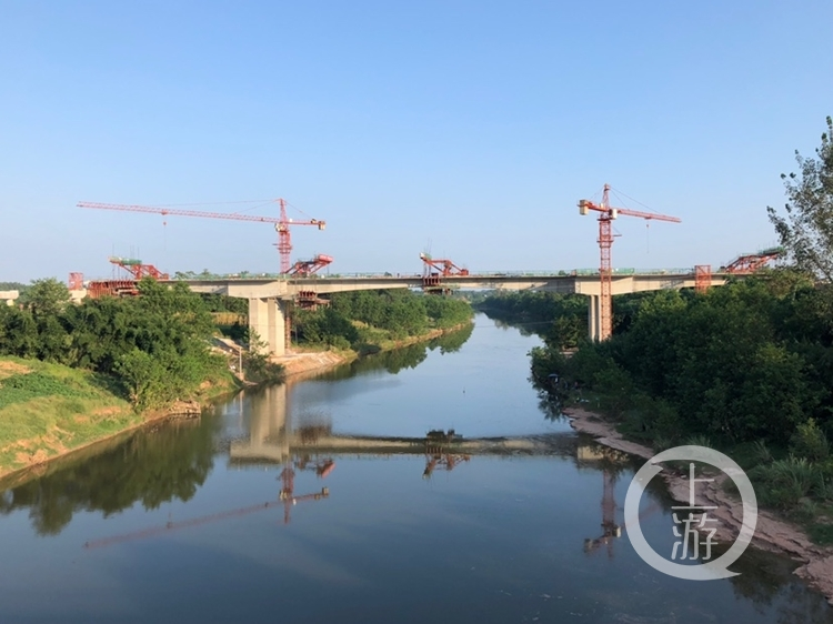 合安高速崇龛琼江大桥左幅中跨成功合龙 建成后合川1小时到安岳