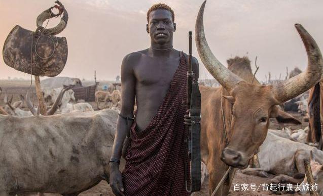 """世界上最""""高""""的民族,平均身高1.82米,用牛尿洗头、洗脸"""