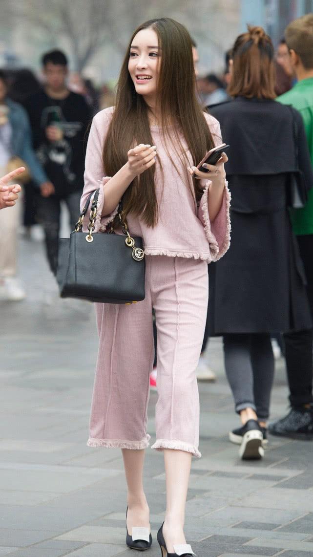街拍美女:淡粉色民国风套装,甜美优雅,尽显气质女神的温婉端庄插图(3)