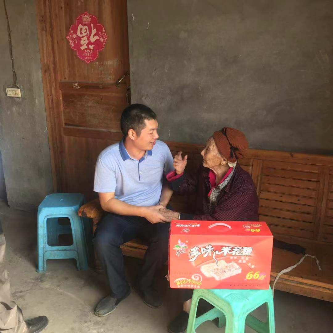 江津区朱杨镇:百岁老人喜迎国庆 党委关怀温暖人心