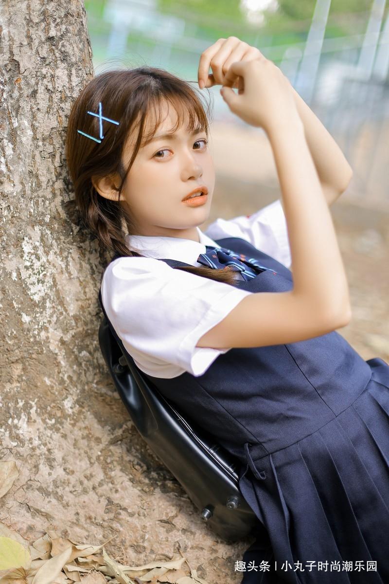 亚洲学生妹撸吧_性感美女时尚写真,麻花辫校园制服学生妹俏皮可爱