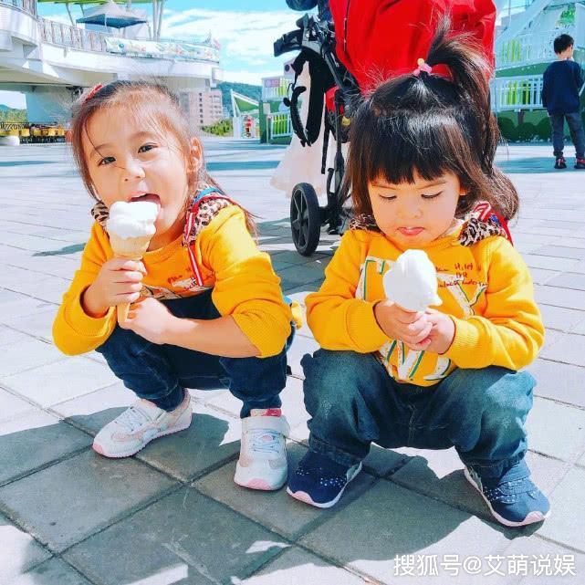 修杰楷为女儿咘咘波妞炖乌鸡汤,趁贾静雯不在,一家三口享受美味