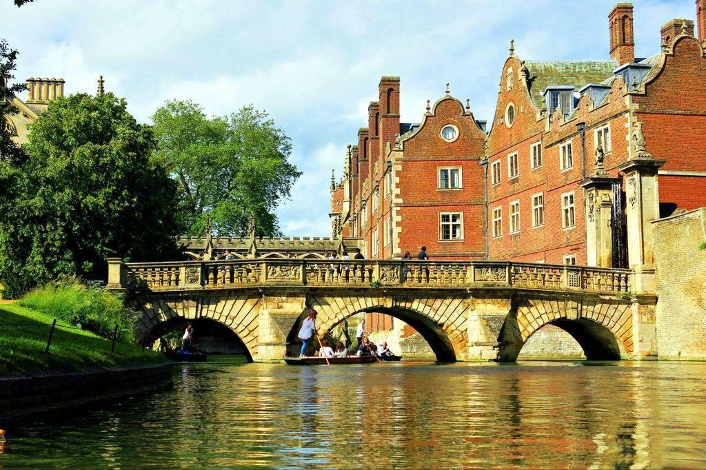 去英国读研,一年需要多少钱?