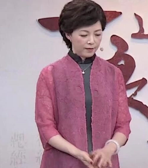 50岁仇晓近照曝光,曾经是湖南台一姐,后嫁入豪门淡出荧屏