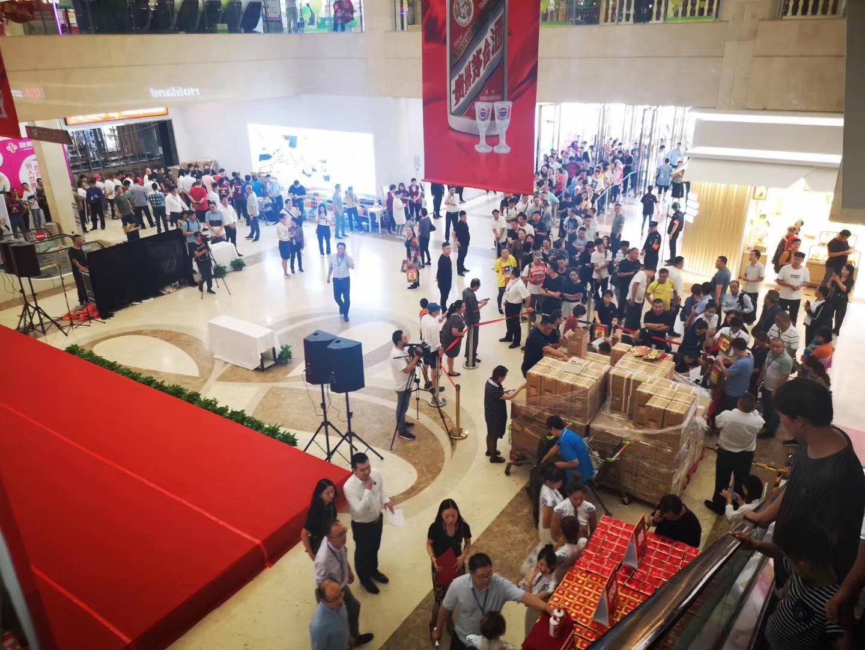 """4天放量8萬瓶茅台、千人排隊如期售罄 物美煉就""""中國商超版Costco""""?"""