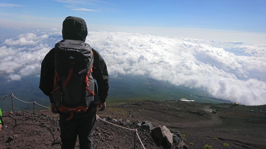 顶峰看吧_日本富士山自由行攻略,攀登到富士山顶峰看日出_登山