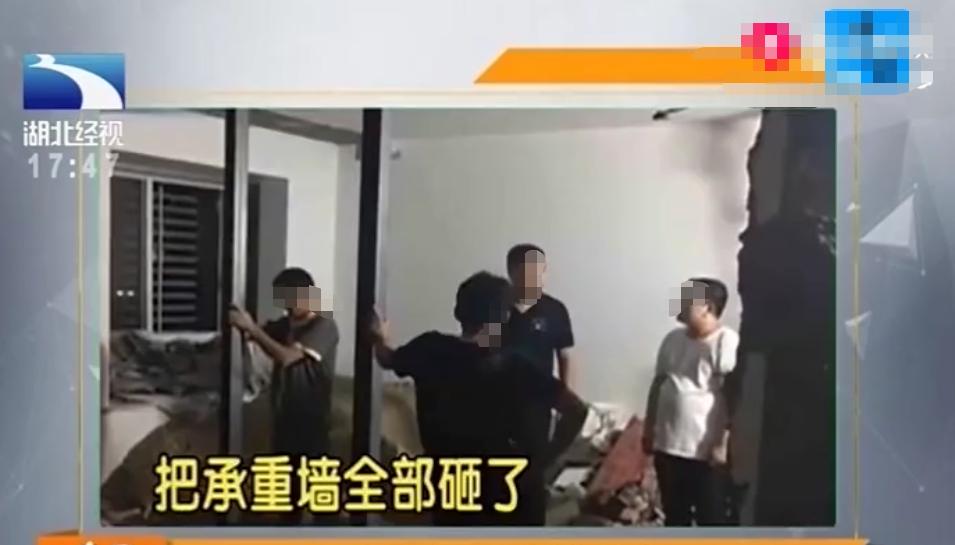 <b>男子装修砸5面承重墙,18家住户被紧急转移:房子小,想扩大点</b>