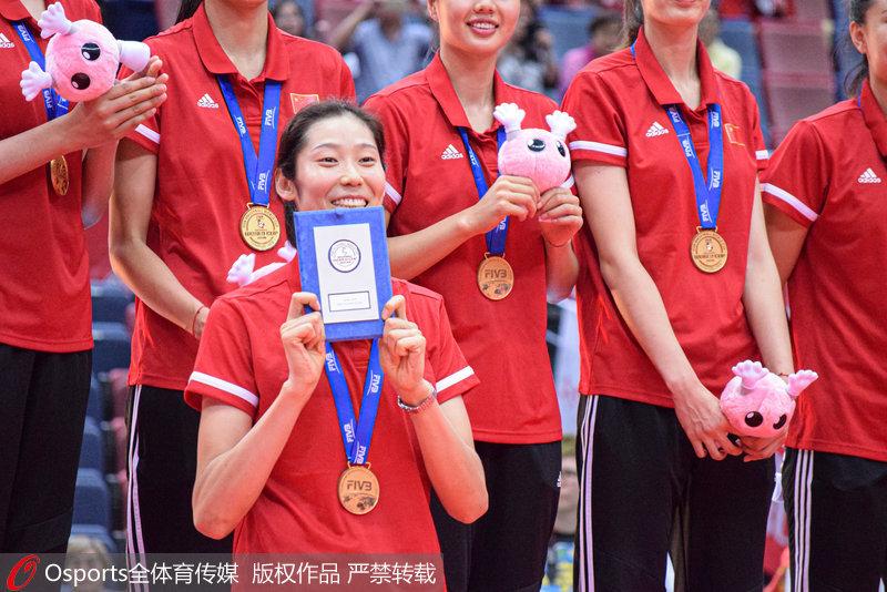 高清:2019女排世界杯頒獎儀式舉行 中國隊捧起冠軍獎杯!