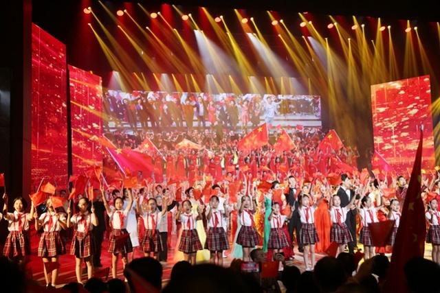 燈火璀璨歌聲飛揚,中山市舉行慶祝晚會為新中國壯麗七十載放歌