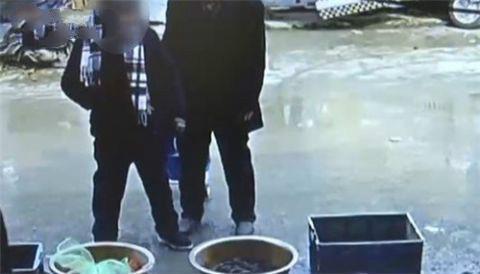 60岁老太频繁菜场偷包,动机竟是自己被偷过,要挽回损失