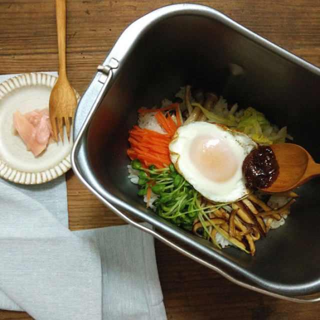 教你在家自制石锅拌饭,用料超级足,热气腾腾的,太好吃了