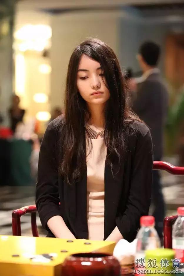"""黑嘉嘉,围棋界""""千年一遇的美少女"""""""