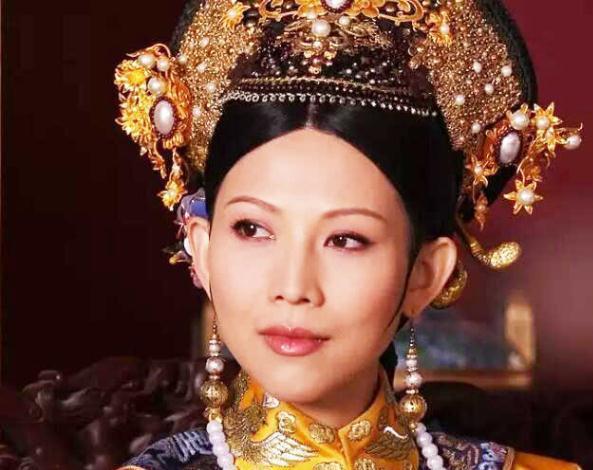 皇后娘娘蔡少芬,非凡的气场,让你惊叹她的珠宝搭配其实很简单