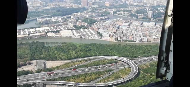 直升机上看国庆假期前广东出行高峰!清连高速通行缓慢形成车龙