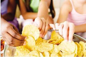 娃睡前有幾種食物不能吃,家長不嚴格控制,娃秋季咳不停,愛生病