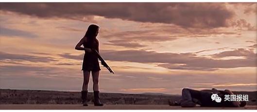 豆子叔在片中是一名邪恶科学家,最后在扭打时被伊万·麦格雷戈饰演的