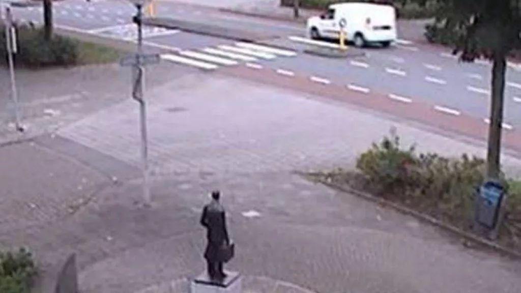 荷兰新闻短平快(疑枪杀律师凶手乘坐汽车照片公布等)——9月29日