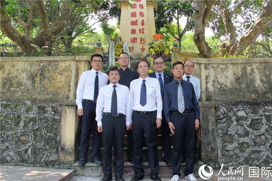 中国驻越南使馆组织祭奠中国烈士_中越