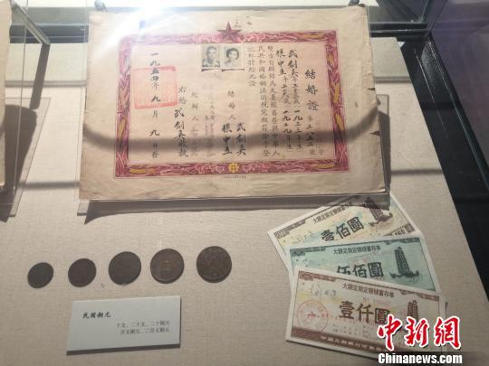 """""""百年郑州""""展览在郑州二七纪念堂开展"""