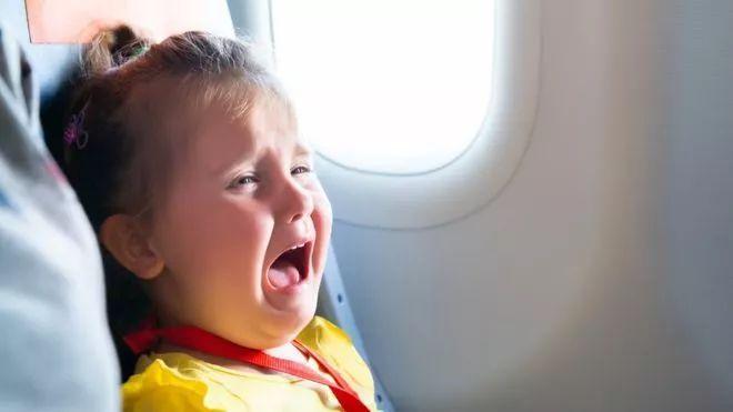 坐飛機不用聽熊孩子哭喊聲了? 日航推出避開嬰兒選座服務