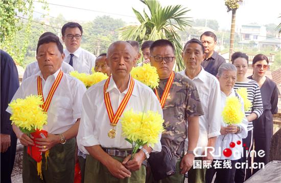 中国驻越南大使馆组织祭扫中国援越烈士陵园-国际在线_中越