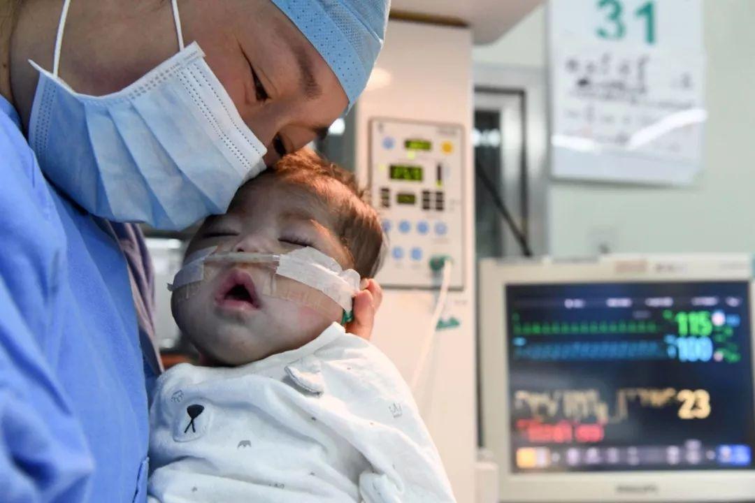 66天大女嬰成功換上4歲男童心髒,網友們都看哭了…