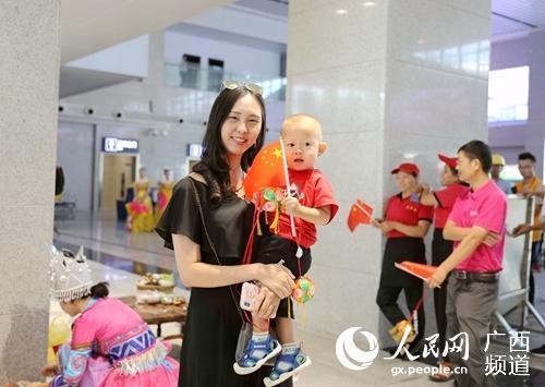 桂林西站新站房正式启用 旅客出行更方便_民族舞