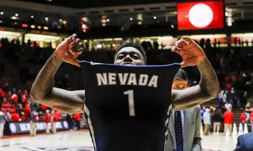 【影片】NCAA版的T-mac時刻!66秒轟18分入延長成功翻盤,這就是籃球的魅力!