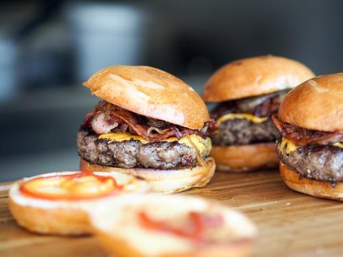 麦当劳与BeyondMeat合作在加拿大推出植物肉汉堡