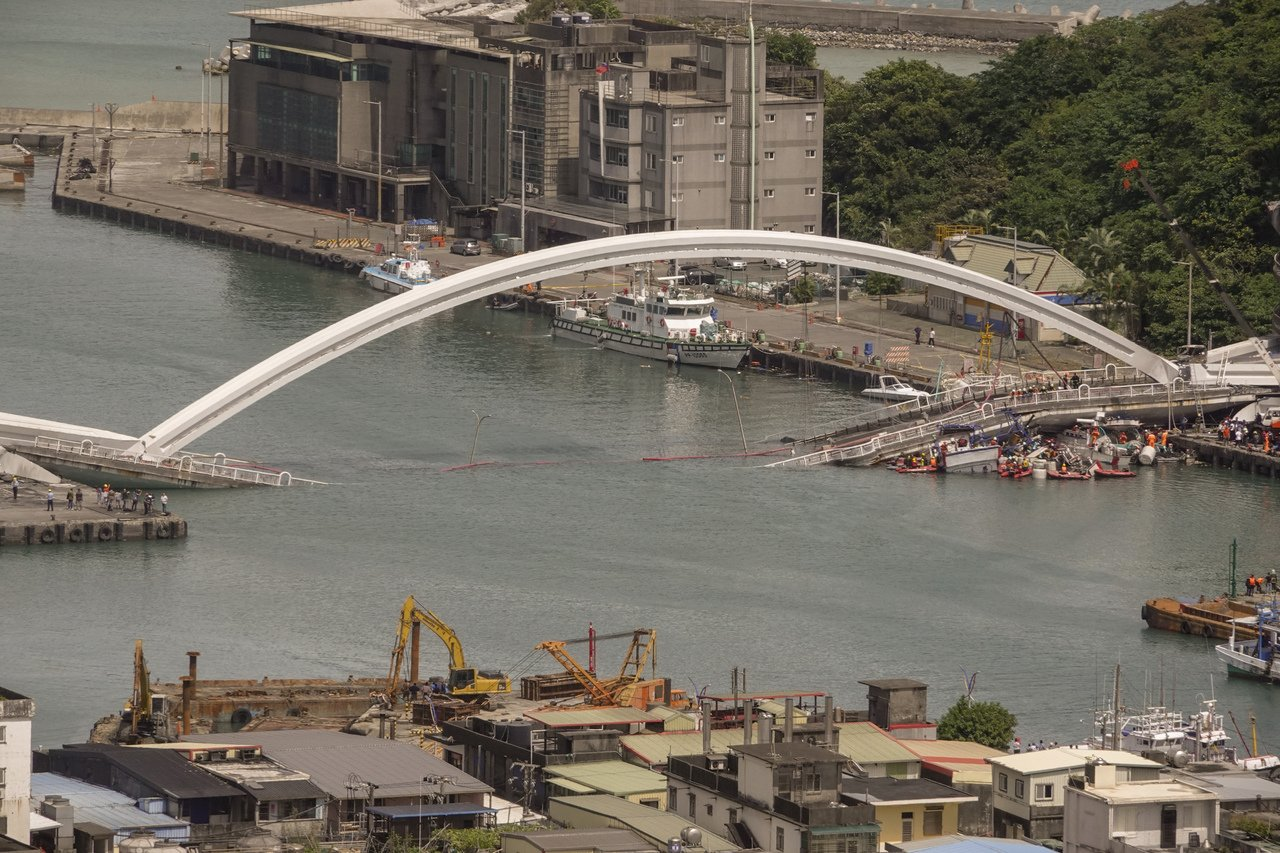 台湾的南方澳跨海大桥刚刚断裂