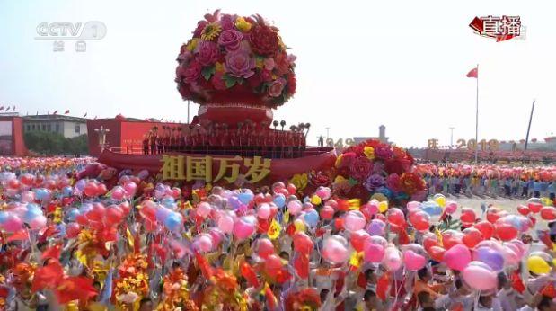 时隔35年,中国女排再登国庆游行花车