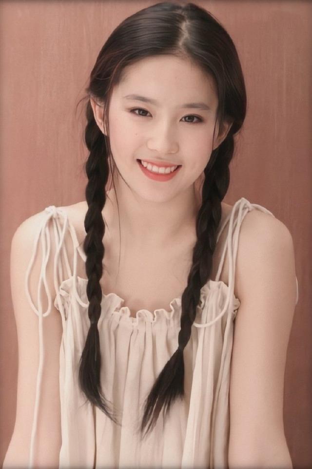 谁说刘亦菲穿古装才仙 12年前穿现代装照片曝光,美得像画中人