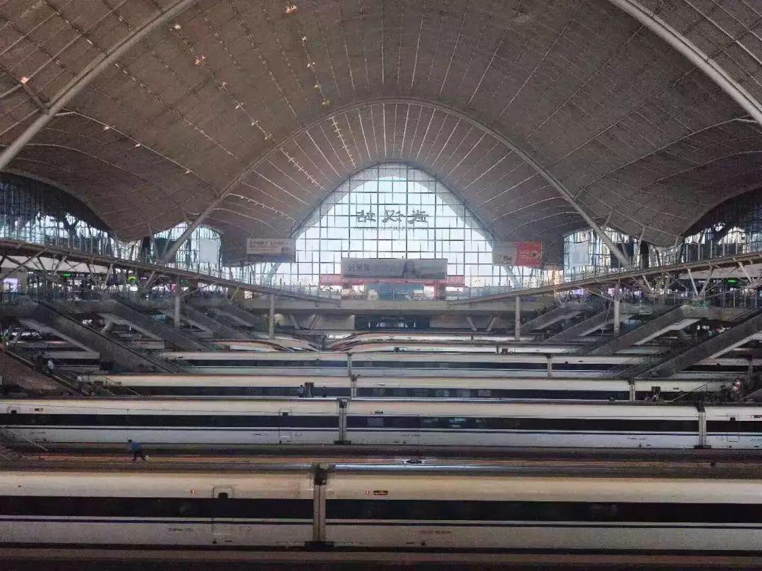 95万 国庆 假期首日 武汉铁路迎来旅客出行高峰