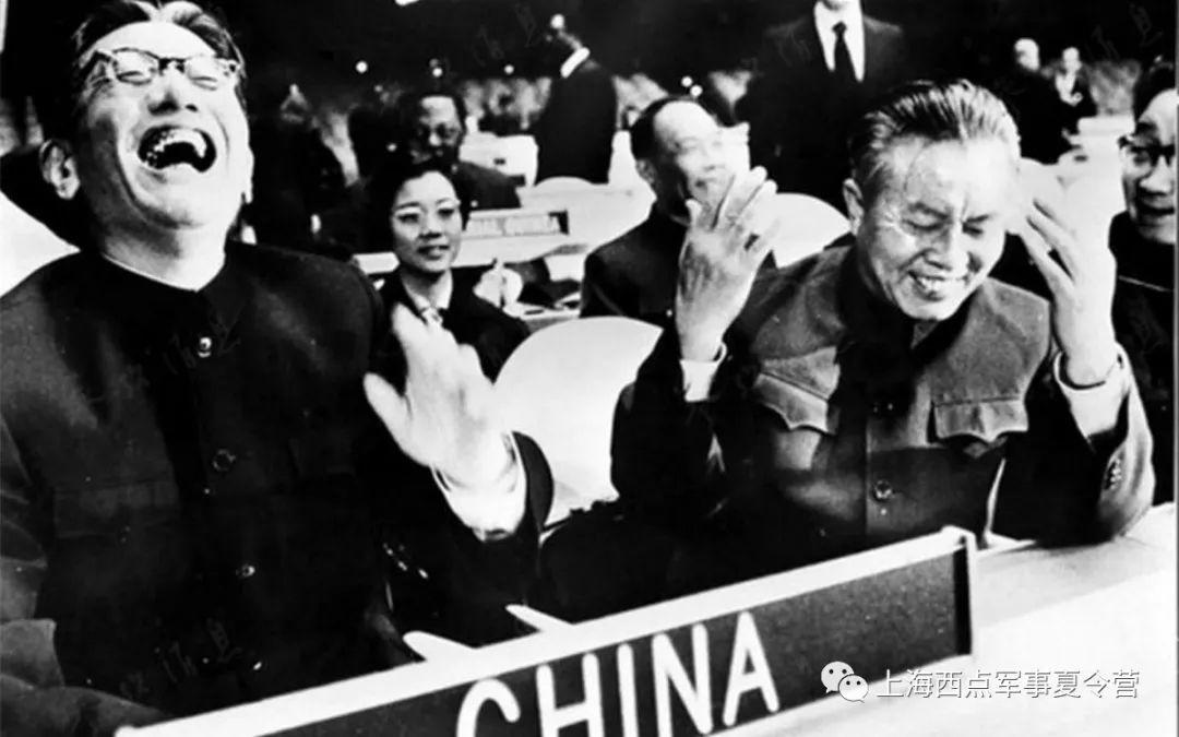 中国恢复联合国合法席位,乔冠华开怀大笑.