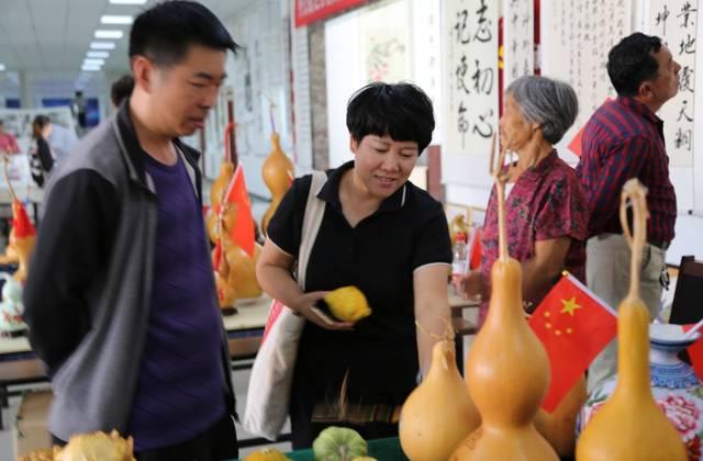 临港区举办庆祝新中国成立70周年书画民俗艺术展
