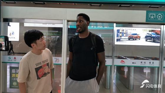 山东男篮第三外援梅斯抵达济南 不想再叫 马冬梅