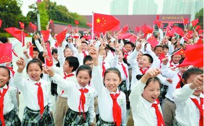 渡江胜利纪念馆涌动参观潮 市民游客深情告白祖国