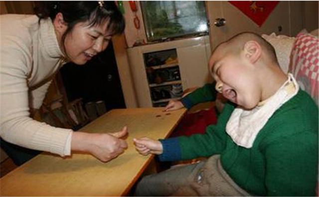 寶寶出生6個月内,如果有這四種表現,建議寶媽查下腦癱