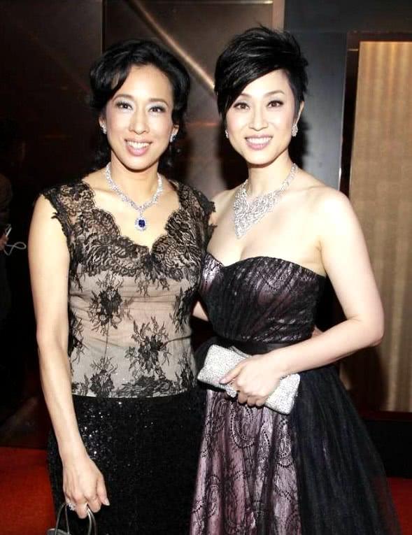 朱玲玲陳法蓉私下是閨蜜,僅相差十歲,一個當了奶奶一個單身至今