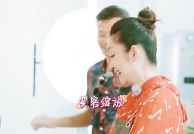 网友晒《亲爱的客栈》路透照,秦海璐现身和好闺蜜刘涛有说有笑