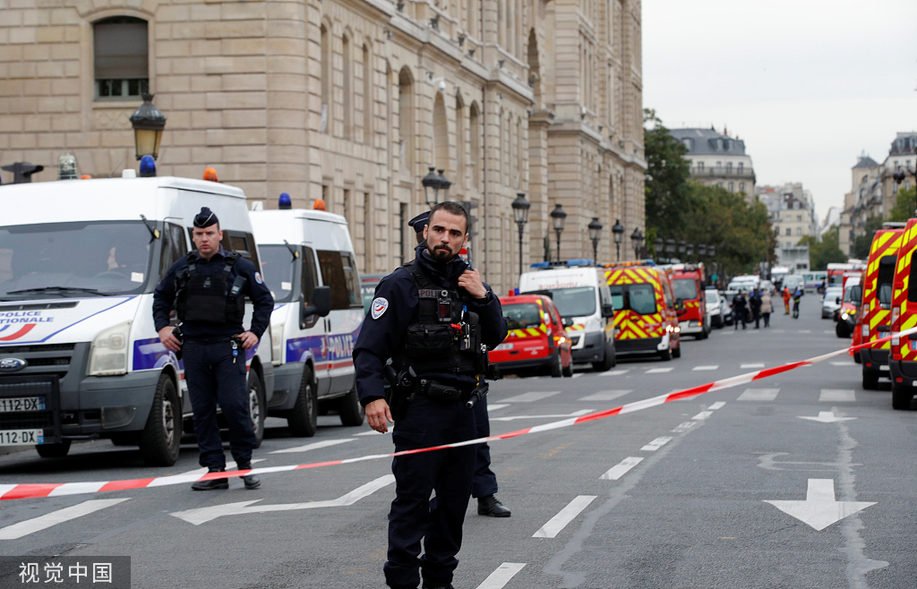 开杭州市广告费发票记载巴黎警察局总部袭击事件的图片。