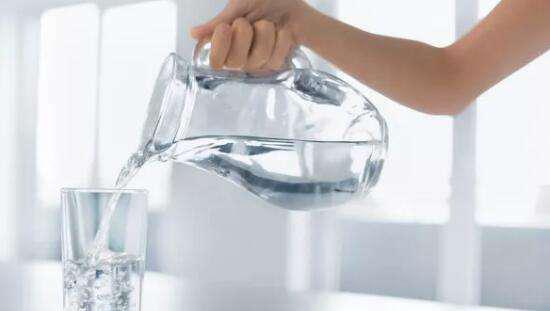 喝牛奶竟比喝水更补水,新研究颠覆一天8杯水