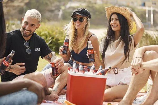 冰凉一夏!可口可乐定制瓶在澳强势回归,快定制你的专属可乐吧!